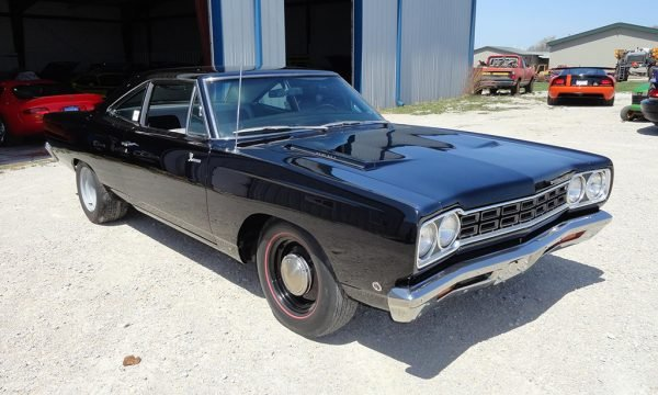 Plymouth-Road-Runner-Hemi