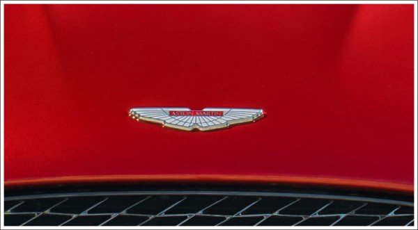 aston martin car symbol